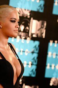 rita-ora-huge-cleavage-at-the-2015-mtv-video-music-awards-08