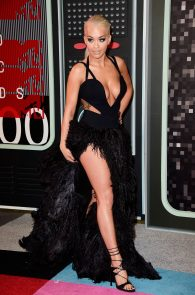 rita-ora-huge-cleavage-at-the-2015-mtv-video-music-awards-09