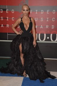 rita-ora-huge-cleavage-at-the-2015-mtv-video-music-awards-12
