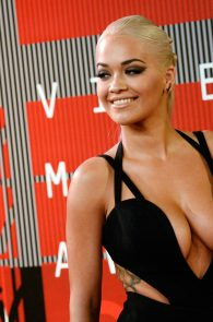 rita-ora-huge-cleavage-at-the-2015-mtv-video-music-awards-15
