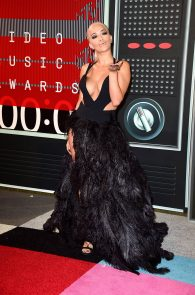 rita-ora-huge-cleavage-at-the-2015-mtv-video-music-awards-16