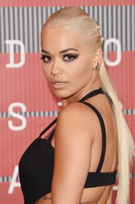 rita-ora-huge-cleavage-at-the-2015-mtv-video-music-awards-18