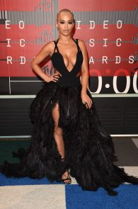 rita-ora-huge-cleavage-at-the-2015-mtv-video-music-awards-19