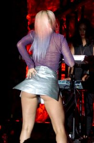 rita-ora-upskirt-nipple-pasties-while-performing-in-los-angeles-01