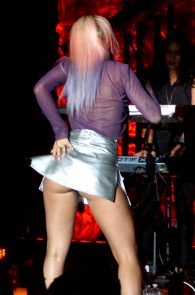 rita-ora-upskirt-nipple-pasties-while-performing-in-los-angeles-03