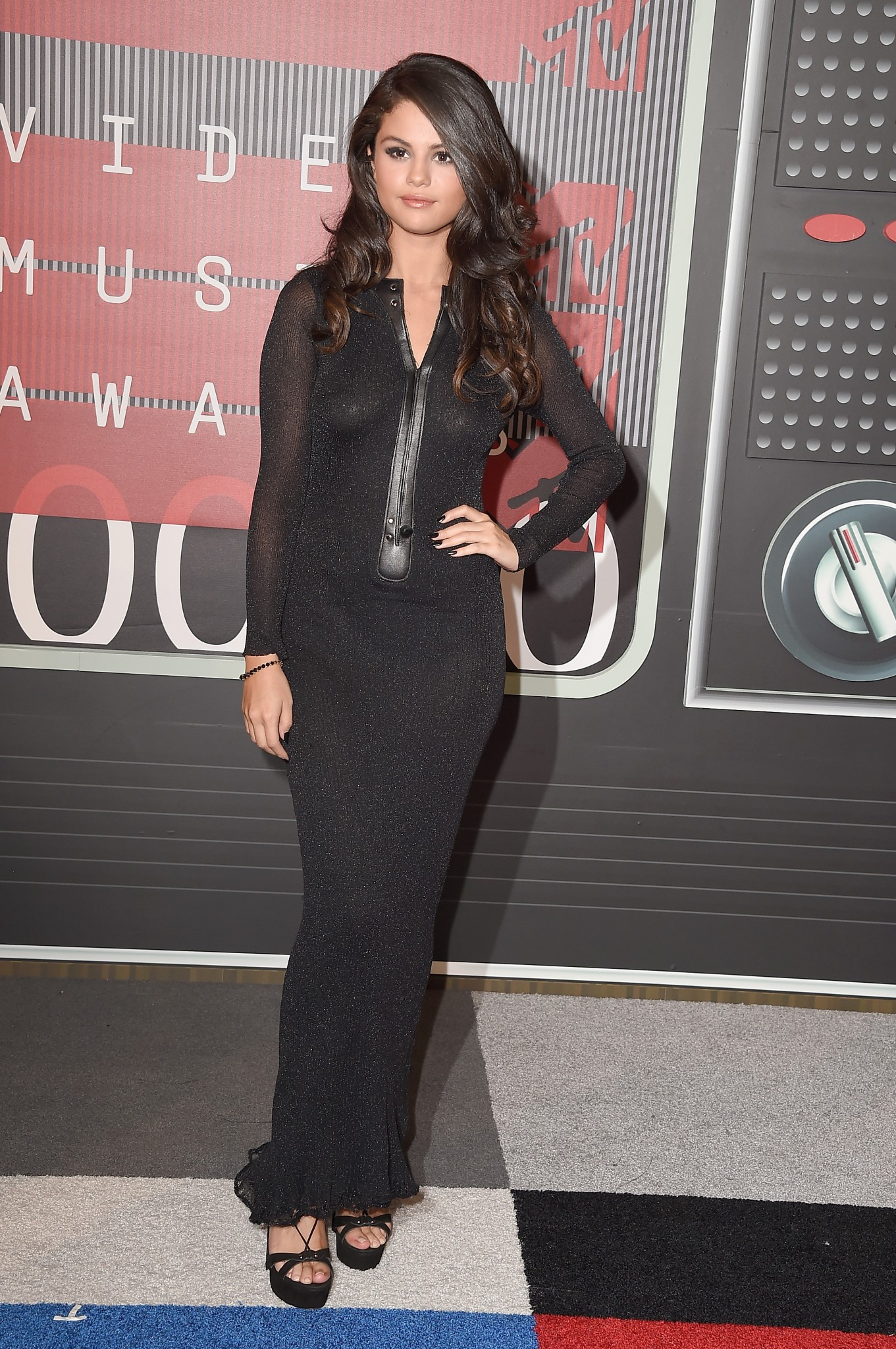 selena-gomez-braless-see-through-dress-pasties-at-mtv-video-music-awards-2015-05