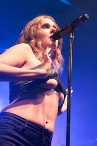 tove-lo-boobs-flash-at-a-concert-in-rio-de-janeiro-03