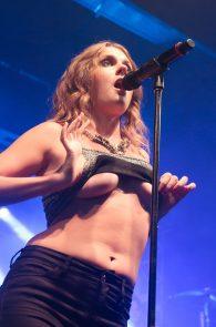 tove-lo-boobs-flash-at-a-concert-in-rio-de-janeiro-05