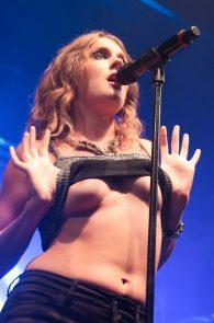 tove-lo-boobs-flash-at-a-concert-in-rio-de-janeiro-06