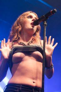 tove-lo-boobs-flash-at-a-concert-in-rio-de-janeiro-07