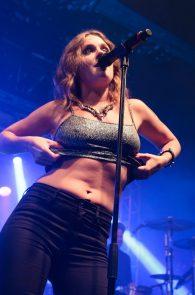 tove-lo-boobs-flash-at-a-concert-in-rio-de-janeiro-08