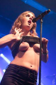 tove-lo-boobs-flash-at-a-concert-in-rio-de-janeiro-10