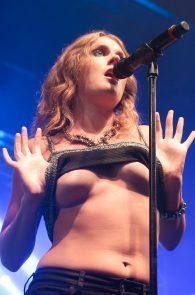 tove-lo-boobs-flash-at-a-concert-in-rio-de-janeiro-12