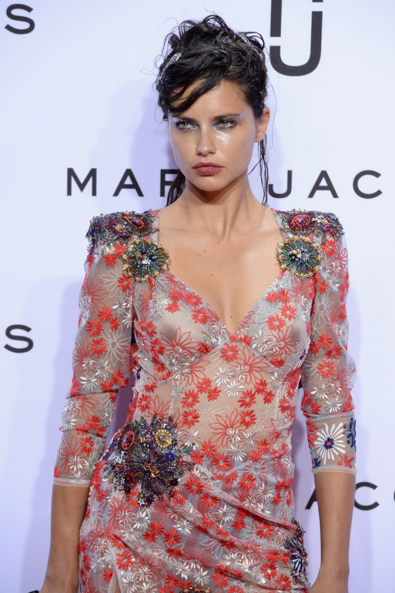 adriana-lima-see-through-to-nipples-ny-fashion-week-03