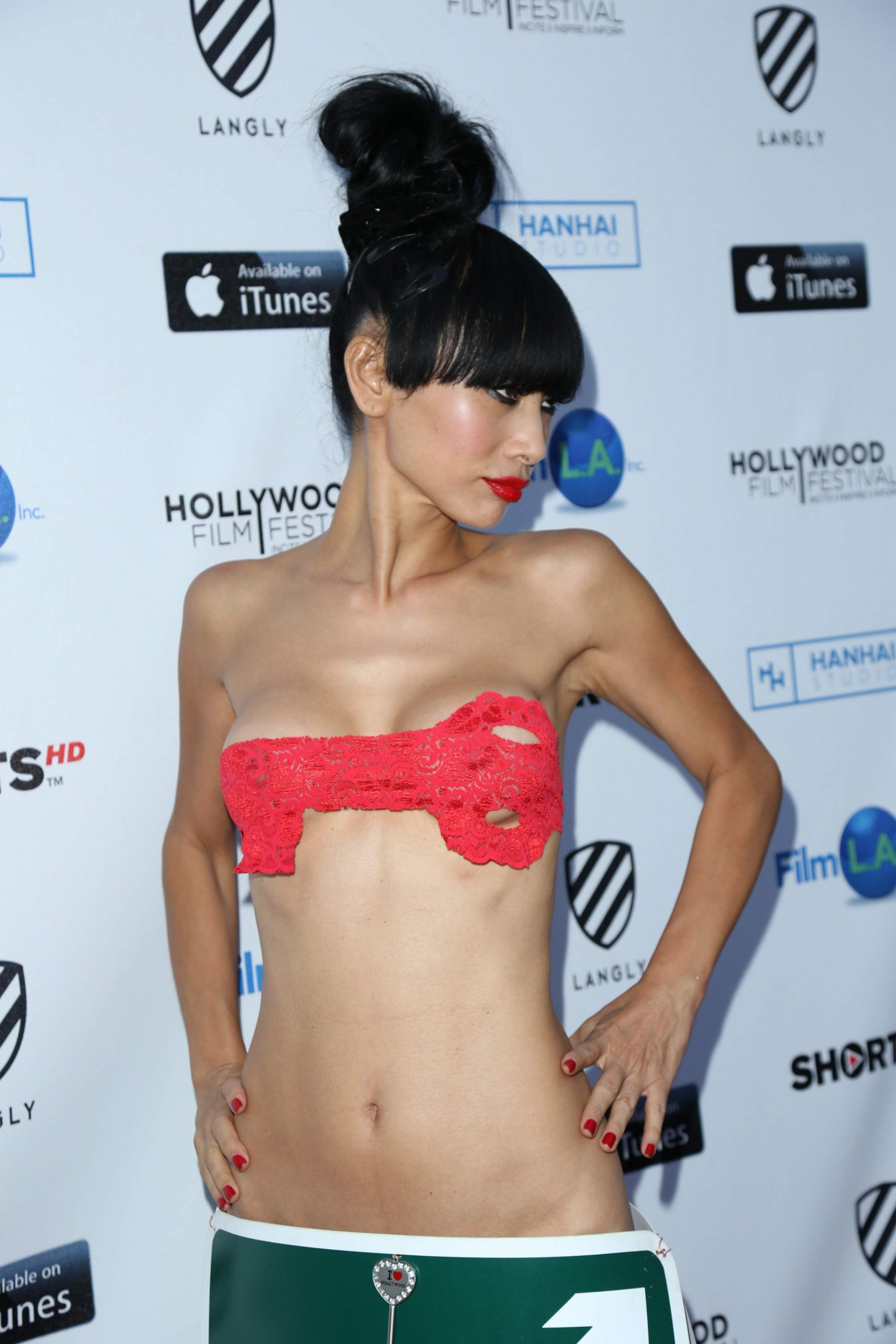 bai-ling-see-through-to-nipples-hollywood-film-festival-03