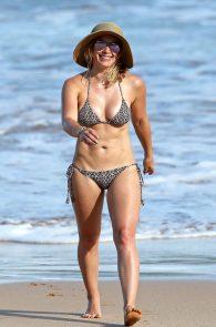 hilary-duff-wearing-a-bikini-in-hawaii-02