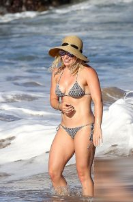 hilary-duff-wearing-a-bikini-in-hawaii-06