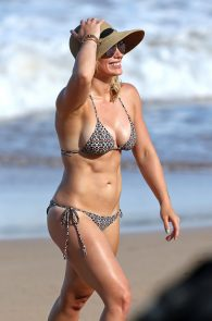 hilary-duff-wearing-a-bikini-in-hawaii-10