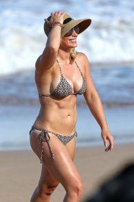 hilary-duff-wearing-a-bikini-in-hawaii-10