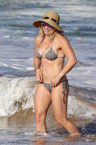 hilary-duff-wearing-a-bikini-in-hawaii-11