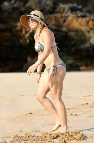 hilary-duff-wearing-a-bikini-in-hawaii-12