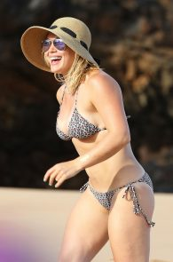 hilary-duff-wearing-a-bikini-in-hawaii-13