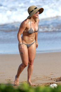 hilary-duff-wearing-a-bikini-in-hawaii-14