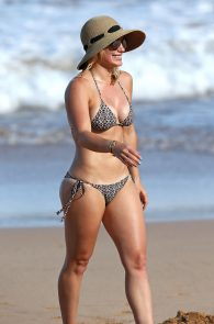 hilary-duff-wearing-a-bikini-in-hawaii-15