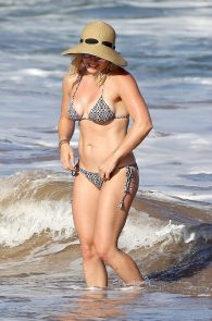 hilary-duff-wearing-a-bikini-in-hawaii-16