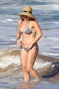 hilary-duff-wearing-a-bikini-in-hawaii-16