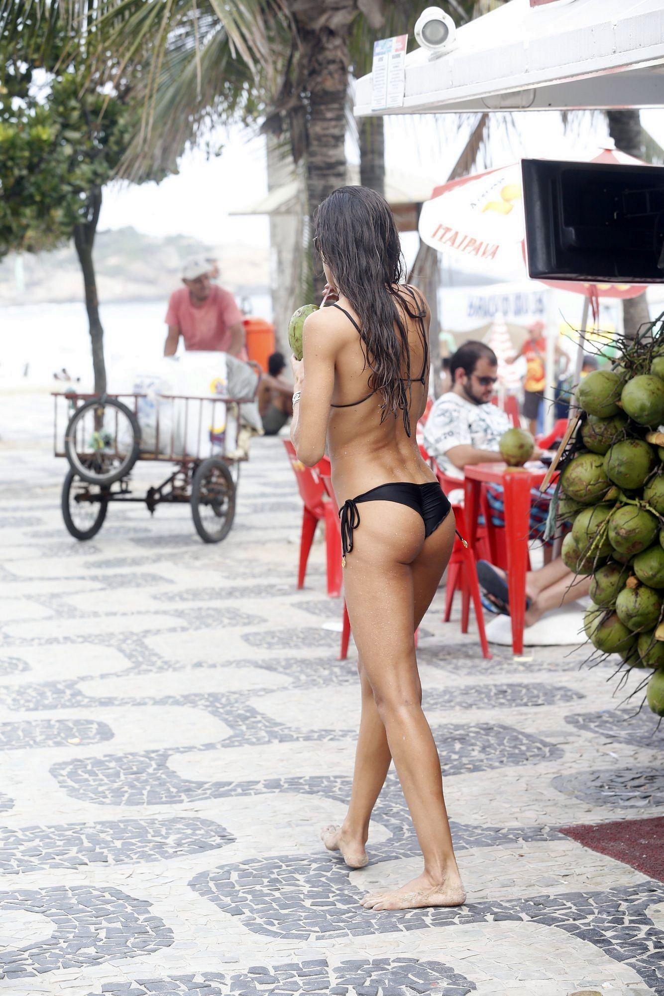 izabel-goulart-wearing-a-bikini-in-rio-de-janeiro-15