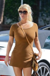 jessica-simpson-huge-boobs-nipple-pokes-03
