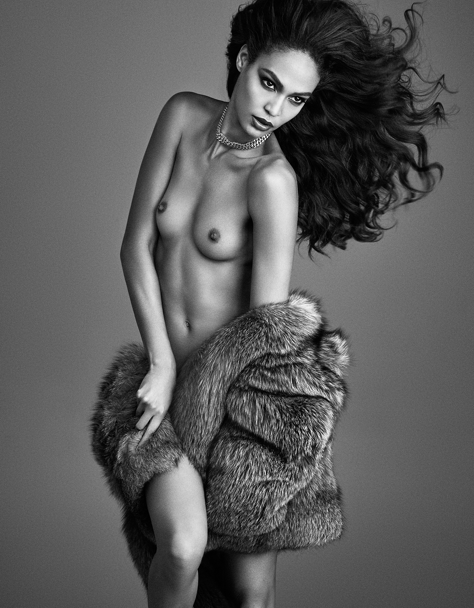 joan-smalls-topless-for-lui-magazine-september-2015-02