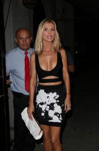 joanna-krupa-cleavage-at-craigs-restaurant-10