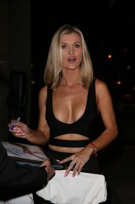 joanna-krupa-cleavage-at-craigs-restaurant-13
