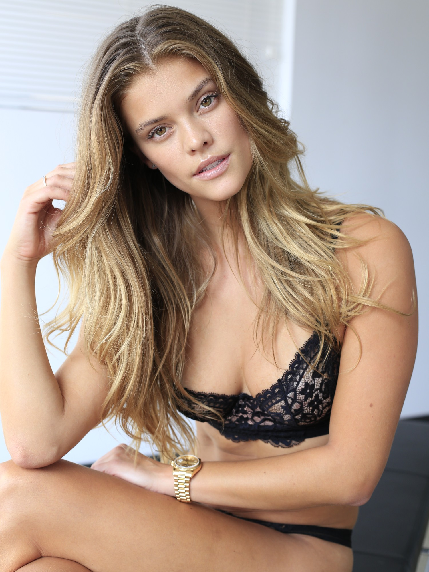 nina-agdal-see-through-bra-elite-models-05