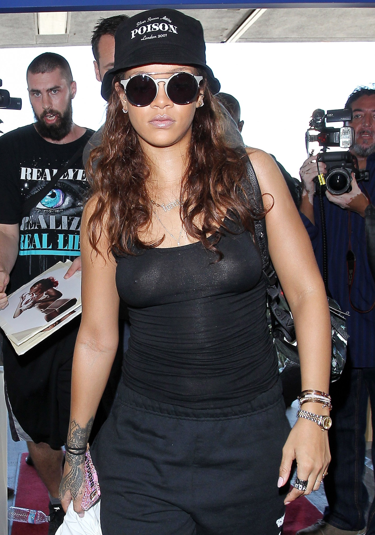 rihanna-see-through-top-nipple-piercing-06