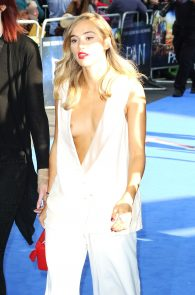 suki-waterhouse-nipple-slip-03