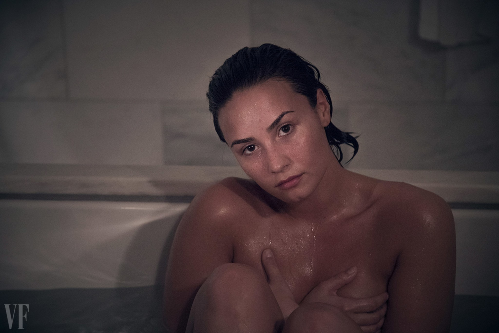demi-lovato-nude-in-vanity-fair-magazine-october-2015-02