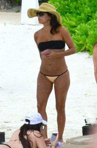 eva-longoria-wearing-a-bikini-in-cancun-mexico-04