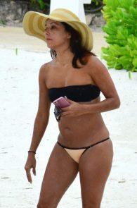 eva-longoria-wearing-a-bikini-in-cancun-mexico-07