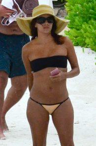 eva-longoria-wearing-a-bikini-in-cancun-mexico-08