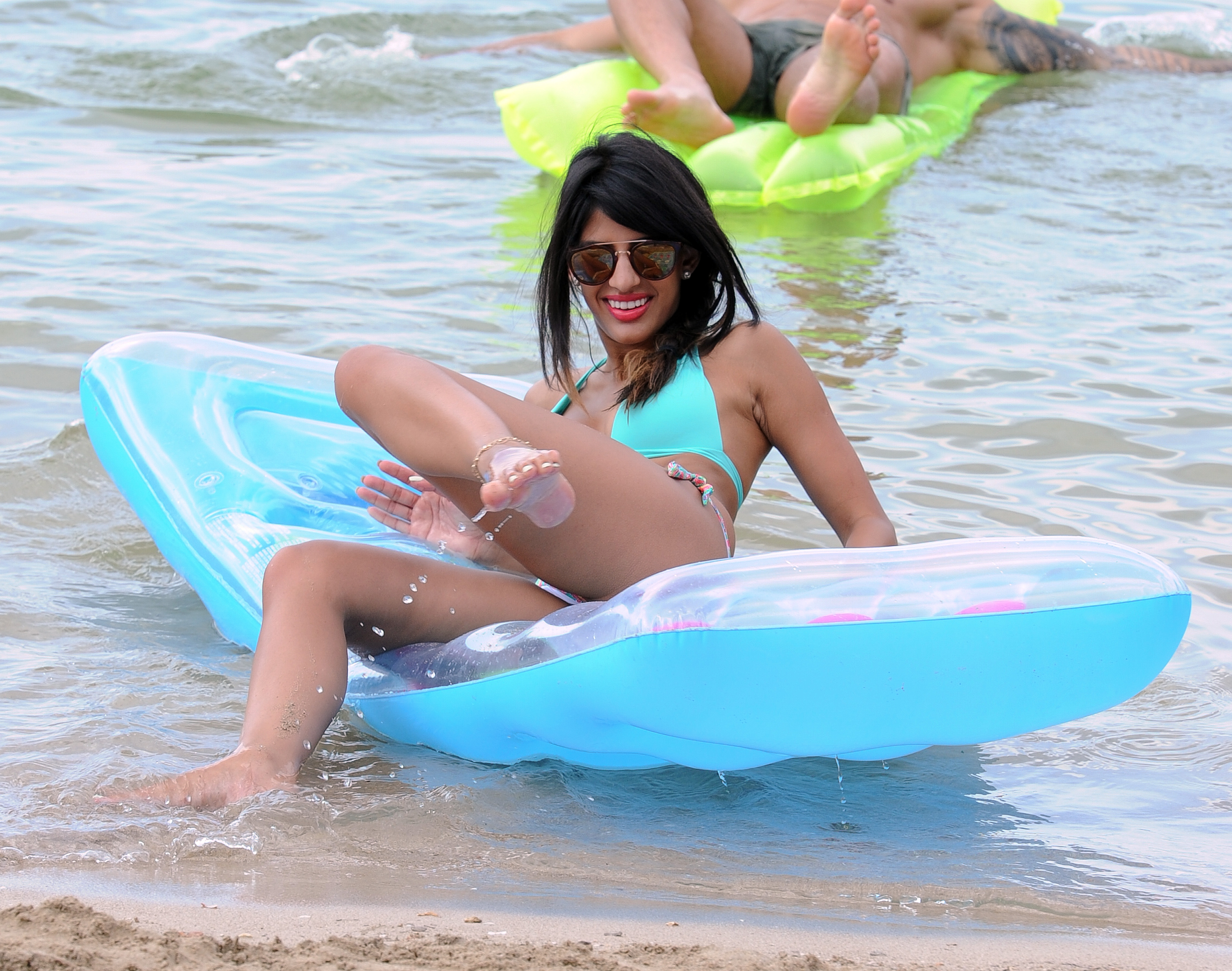 jasmin-walia-wearing-a-bikini-on-the-beach-02