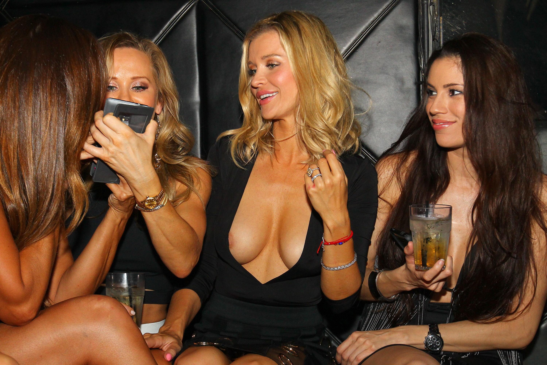 Party nipple slip — photo 9