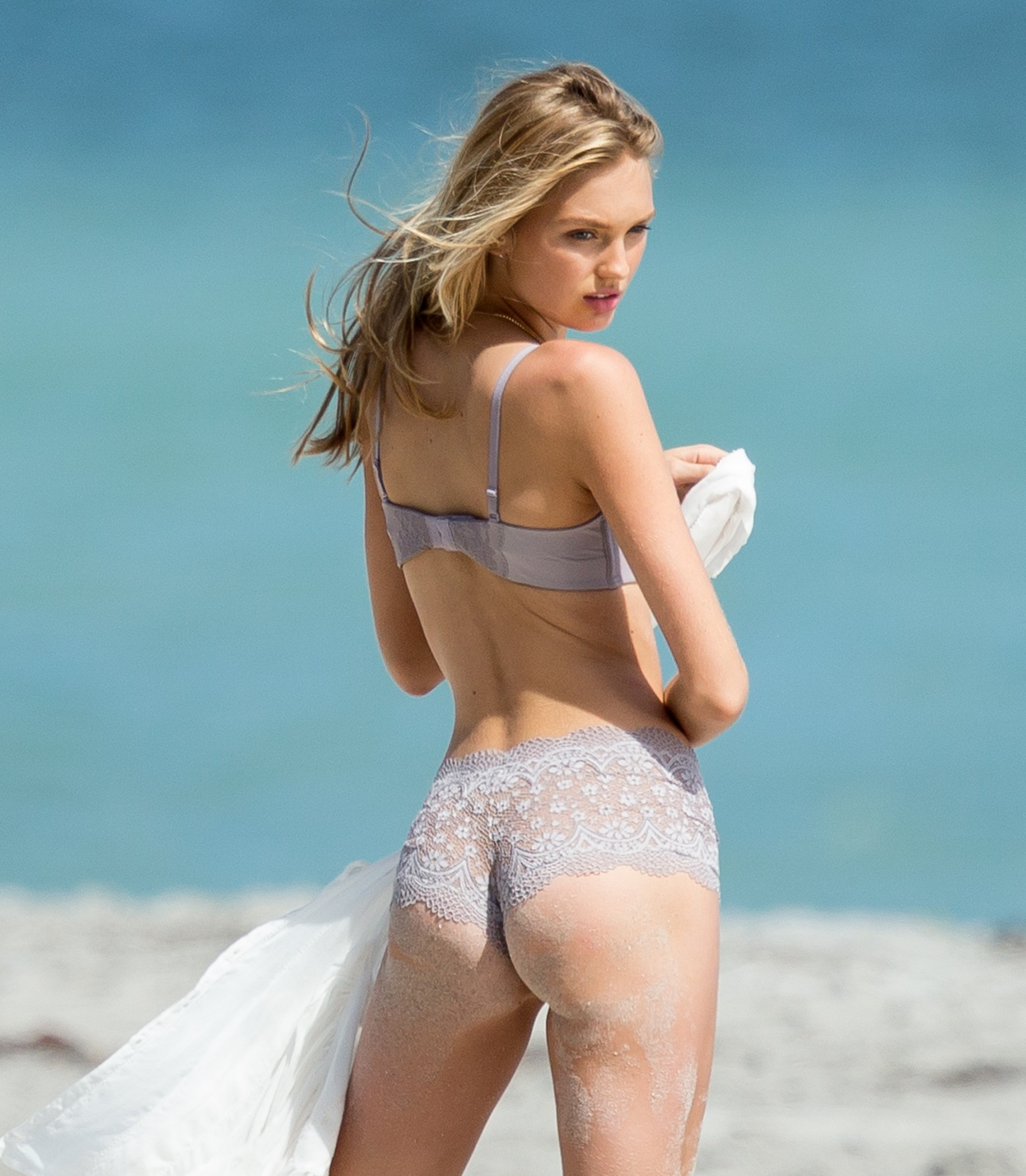 romee-strijd-victoria-s-secret-model-cameltoe-thong-bikini-in-miami-12