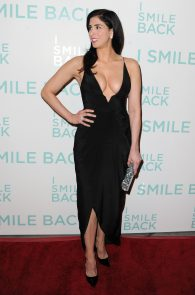 sarah-silverman-cleavage-at-i-smile-back-premiere-03