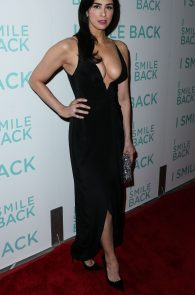 sarah-silverman-cleavage-at-i-smile-back-premiere-04