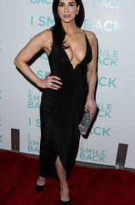sarah-silverman-cleavage-at-i-smile-back-premiere-05