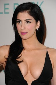sarah-silverman-cleavage-at-i-smile-back-premiere-07