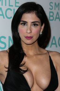 sarah-silverman-cleavage-at-i-smile-back-premiere-10